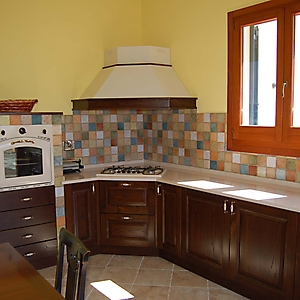 18 cucina rustica castagno su misura