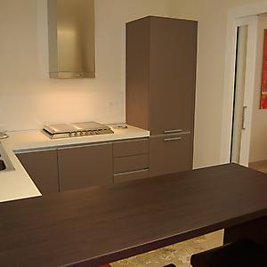 5 ambiente cucina laccato con tavolo snak