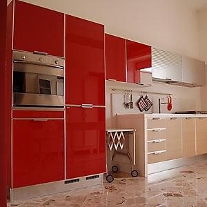 9 cucina moderna vetro laccato rosso rovere