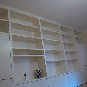 18 libreria a parete laccato bianco su misura