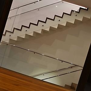 2 ingresso scala cristallo acciaio