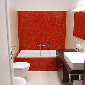 10 bagno moderno parete mosaico zona notte