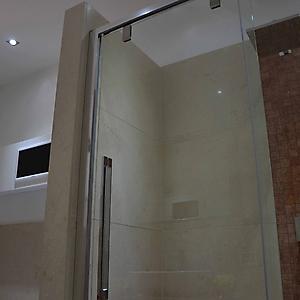 7 bagno  marmo inserto rosso verona con tv
