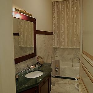 8 bagno classico marmo carrara mogano